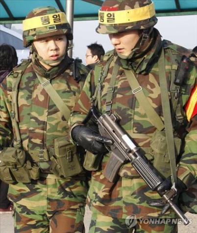 north korean army uniform. South Korean soldiers in