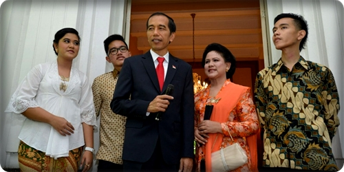 Presiden Jokowi dan Ibu Negara Iriana Jokowi, beserta ketiga anak mereka
